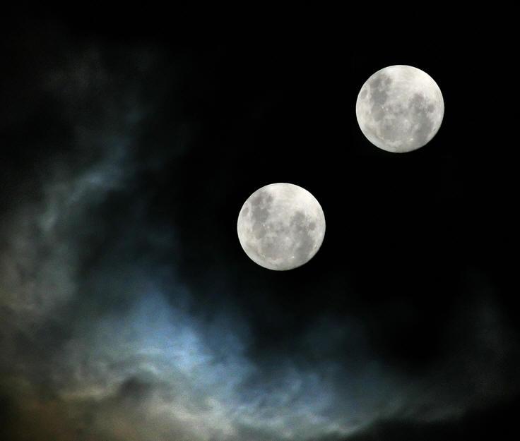 Resultado de imagen para dos lunas