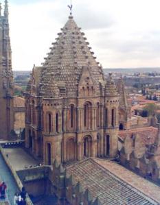 Exterior_cimborrio_catedral_vieja_Salamanca