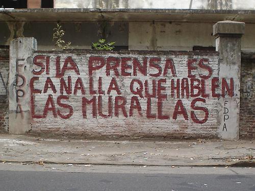 https://josamotril.files.wordpress.com/2009/06/si-la-prensa-es-canalla-que-hablen-las-murallas.jpg