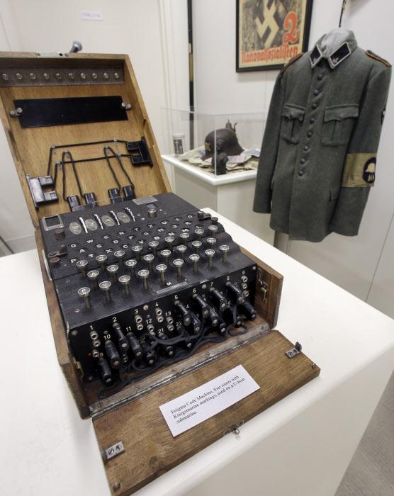 maquina-de-cifrado-alemana-enigma_81be01c4.jpg